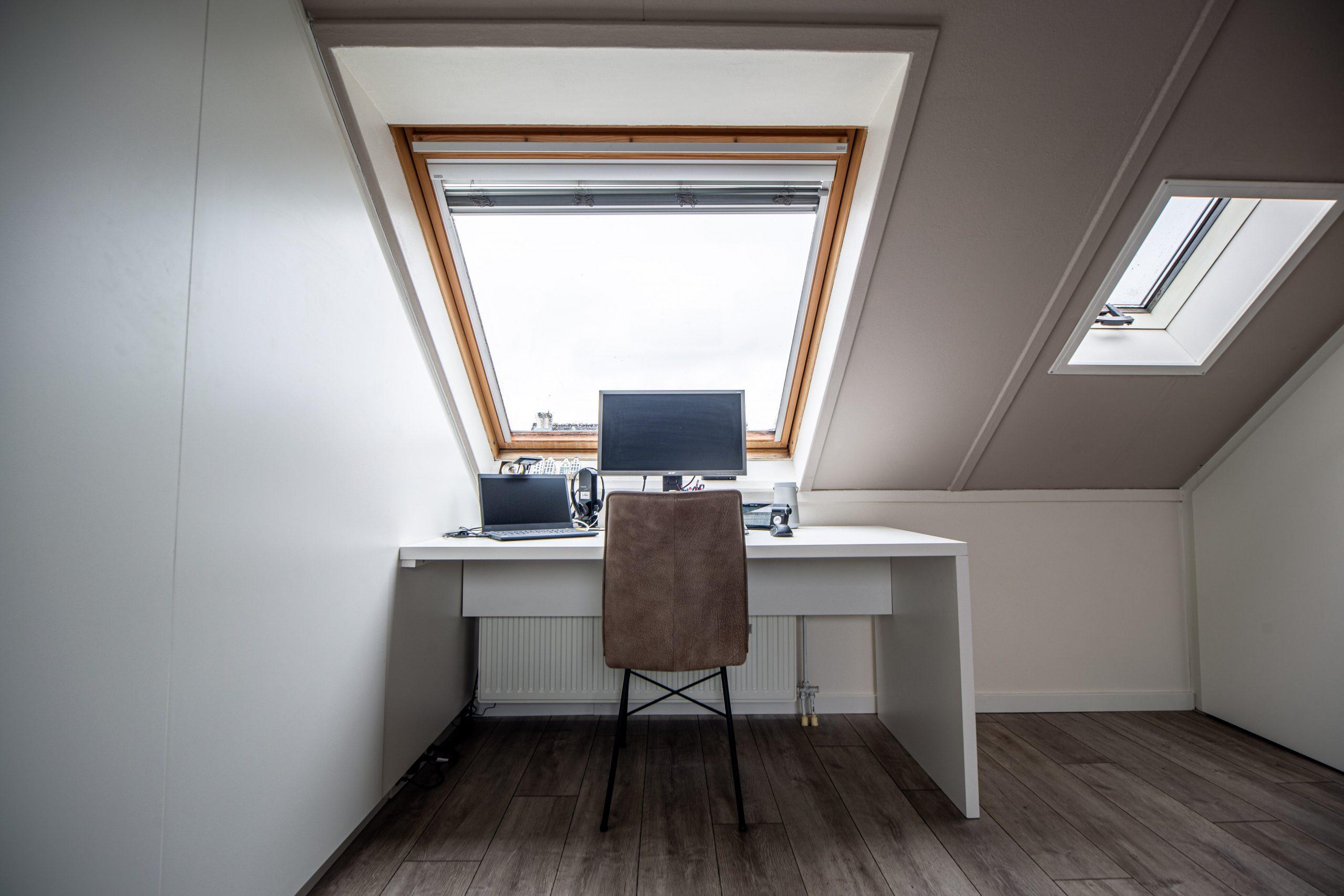 Sens Interieurs - thuiswerkplek op zolder - galerij4