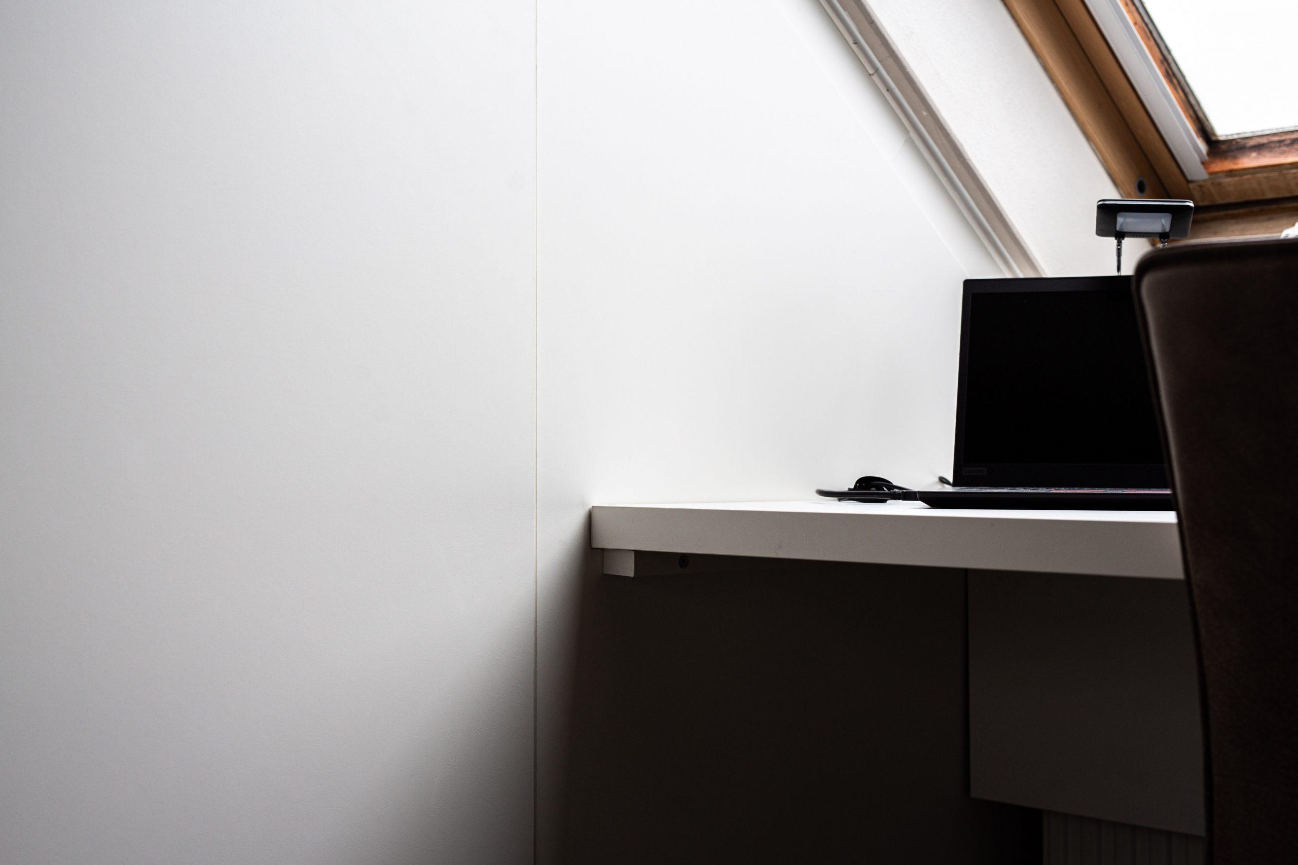 Sens Interieurs - thuiswerkplek op zolder - galerij5